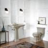 Un piso de madera en el baño