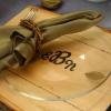 Almuerzo nupcial con monograma cubierto de madera
