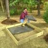 ¿Cómo construir una caja de arena cubierta
