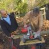 ¿Cómo construir una casa del árbol perro