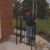 Cómo instalar una cerca alrededor de un patio