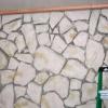 ¿Cómo construir una pared estándar sobre un muro de piedra