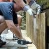 Cómo cubrir una pared de piedra