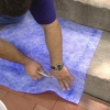 ¿Cómo dar un lavado de cara del azulejo a un porche de concreto ordinario