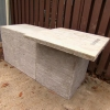 Cómo instalar una unidad de parrilla con fina chapa de piedra y un kegerator