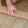 Cómo instalar una puerta exterior accesible para minusválidos