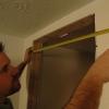 Cómo instalar una puerta pre-colgada