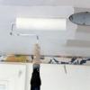 Cómo instalar un techo de azulejos de estaño