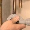 Cómo instalar un fregadero de servicio