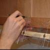 Cómo instalar el hardware puerta del armario