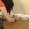 ¿Cómo instalar las baldosas de moqueta