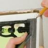 Cómo instalar moldeo alrededor de un umbral