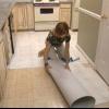 Cómo instalar baldosas autoadhesivas
