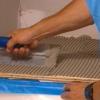Cómo instalar azulejos sobre una encimera de la cocina