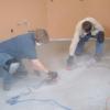 Cómo instalar pisos de baldosas de vinilo