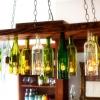 Cómo hacer una lámpara de araña de las botellas de vino viejos