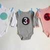 ¿Cómo hacer un aplique de tela y agregarlo a un onesie bebé