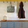¿Cómo hacer un banco mudroom utilizando muebles de cocina viejos
