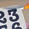 Cómo pintar números en botellas de vidrio