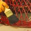 Cómo quitar la pintura de metal y mimbre