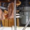 Cómo reemplazar un triturador de basura
