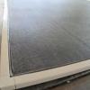 Cómo reemplazar una pantalla en un marco de puerta o ventana