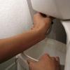 Cómo reemplazar una válvula de llenado higiénico y aleta