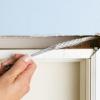 Cómo ejecutar hilos y cables alrededor de una puerta