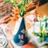 Cómo utilizar megáfonos como vasos florales varsity-chic