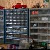 La organización de los artículos pequeños en un taller