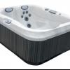 Al aire libre y bañera fundamentos calientes