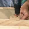 Espaciamiento de agujero uniforme en una prensa de perforación