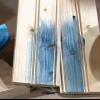 A base de agua y las manchas de color a base de aceite