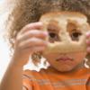 ¿Comer corteza de pan que te dan el pelo rizado?