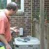 ¿Cómo reemplazar el motor del ventilador en una unidad de la ventana ac?