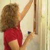 ¿Cómo se encuentra un poste en una pared sin un detector de metales?