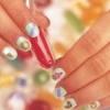 Cómo quitar las manchas de esmalte de uñas