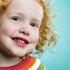 Enseñe a sus hijos cómo ciertos alimentos y bebidas afectan su sonrisa