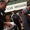 ¿Qué organizaciones ayudan a las familias necesitadas?