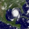 ¿Por qué los huracanes con nombres femeninos más mortal que los que tienen nombres masculinos?