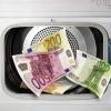 ¿Por qué no el papel moneda se desintegran cuando se lava en la lavadora?