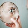 ¿Por qué es mala suerte de romper un espejo?