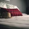 ¿Por qué es considerado de mala suerte para dejar un sombrero en la cama?