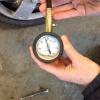 Cómo comprobar su presión de los neumáticos