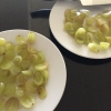 Cómo cortar las uvas en mitades, rápidamente