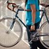 Cómo instalar una manija Bastidor de la bicicleta