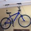Cómo instalar una elevación de bicicletas en el techo Garaje