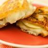 Cómo hacer un sándwich de queso brie a la plancha y de Apple