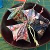Cómo hacer un ornamento de Origami para la Navidad