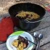 Cómo hacer Blueberry Cobbler Campamento Estilo, Con Hierro Fundido